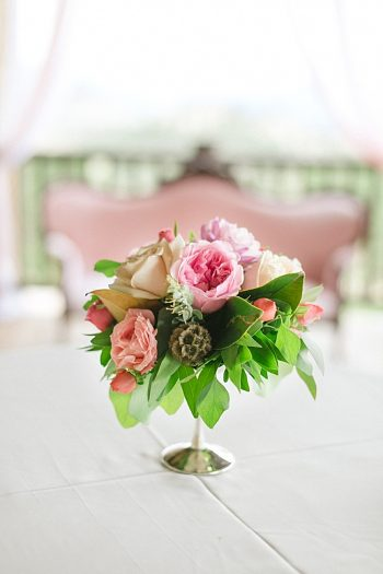 pink and white floral ideas | Estes Park Blush Pink Wedding | Photography by Connie Whitlock