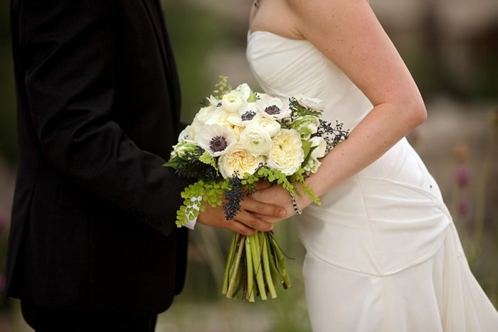 24-white-wedding-ideas-bouquet-Park-City-Utah-Wedding-Pepper-Nix-Photography