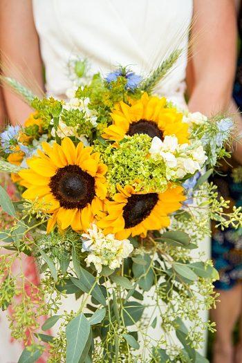 Bouquet | Vermont Mountain Wedding | Alexix June Photography | Via MountainsideBride.com 0025