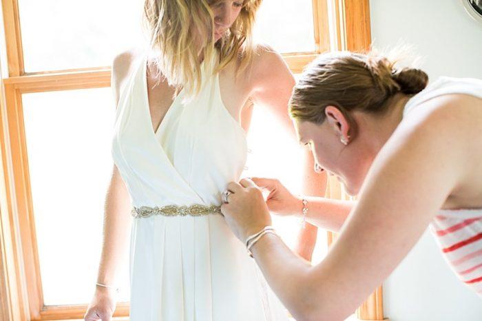 Getting Ready | Vermont Mountain Wedding | Alexix June Photography | Via MountainsideBride.com 0103