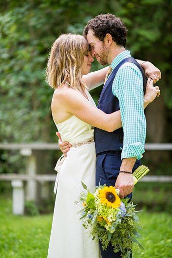 Vermont Mountain Wedding | Alexix June Photography | Via MountainsideBride.com 0417