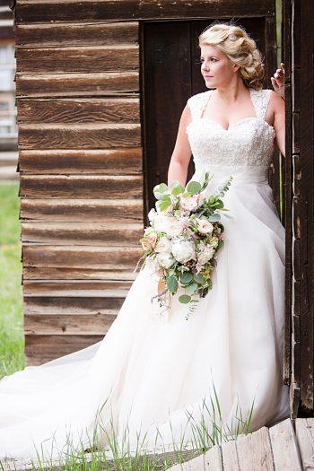Rustic Bride | Watercolor Wedding Inspiration | Nordic Center Breckenridge Colorado | Sarah Roshan Wedding Photographer