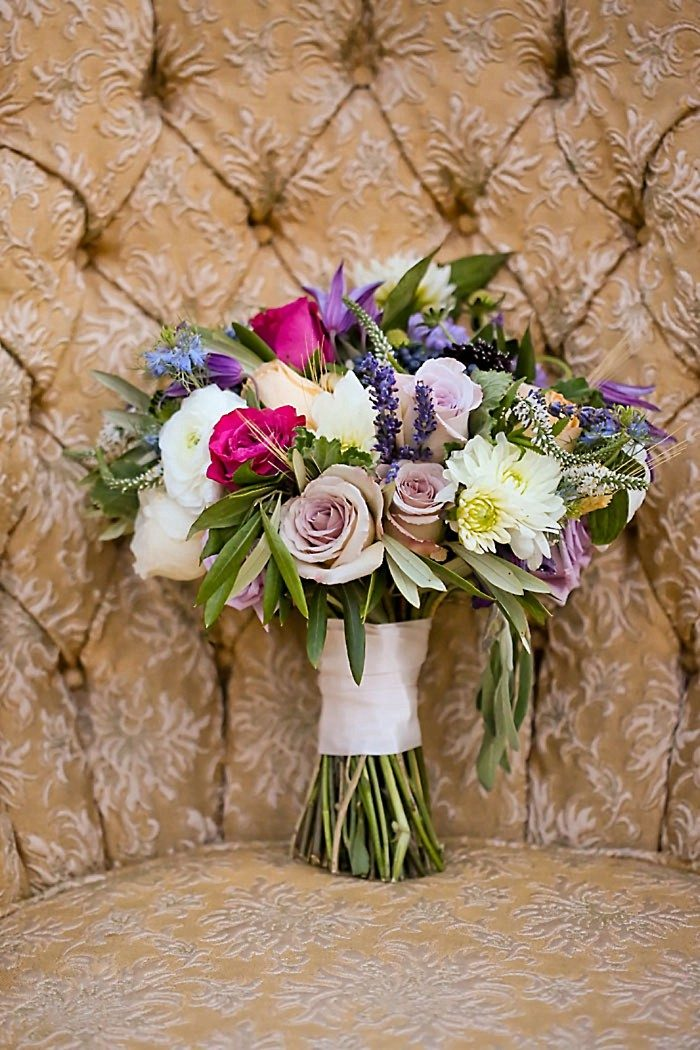 Bouquet Fall Wedding Inspiration | Aspen Gold Utah Wedding Inspiration | Pepper Nix Photography | Via MountainsideBride.com