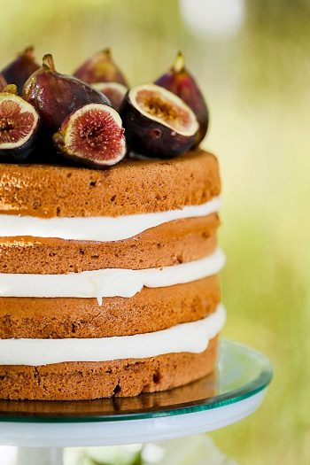 Naked Fig Wedding Cake | Aspen Gold Utah Wedding Inspiration | Pepper Nix Photography | Via MountainsideBride.com