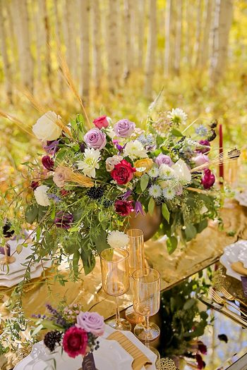 Fall Centerpiece | Aspen Gold Utah Wedding Inspiration | Pepper Nix Photography | Via MountainsideBride.com