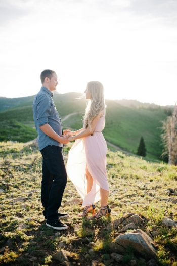 3a Utah Engagement With Pink Details | Amy Cloud Photography | Via MountainsideBride.com