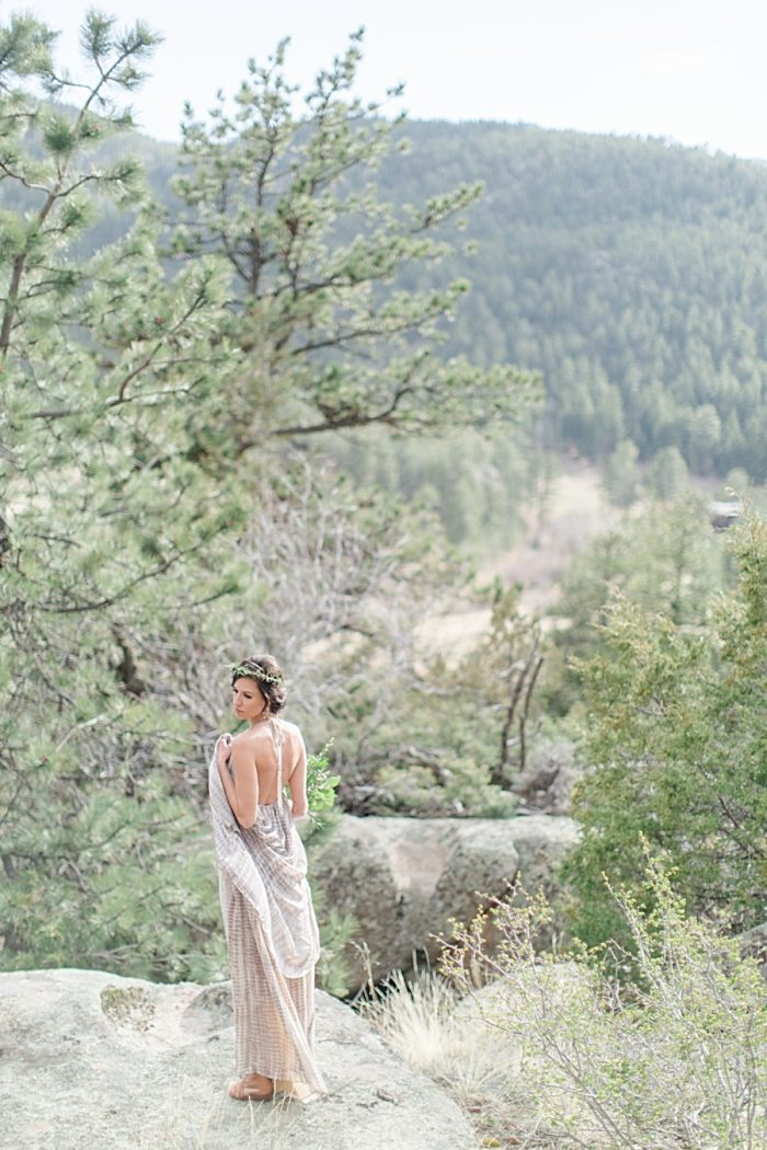 12a Lindsey Brooke Photographie   Via MountainsideBride.com