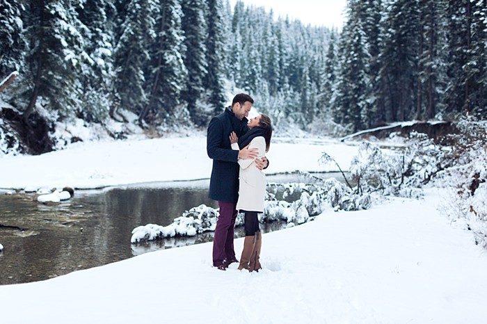2 Calgary Winter Engagement | Nicole Sarah Photography | Via MountainsideBride Com