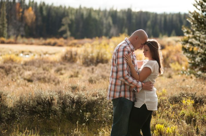2 Wyoming Engagement Fall | Ardent Photography | Via MountainsideBride.com