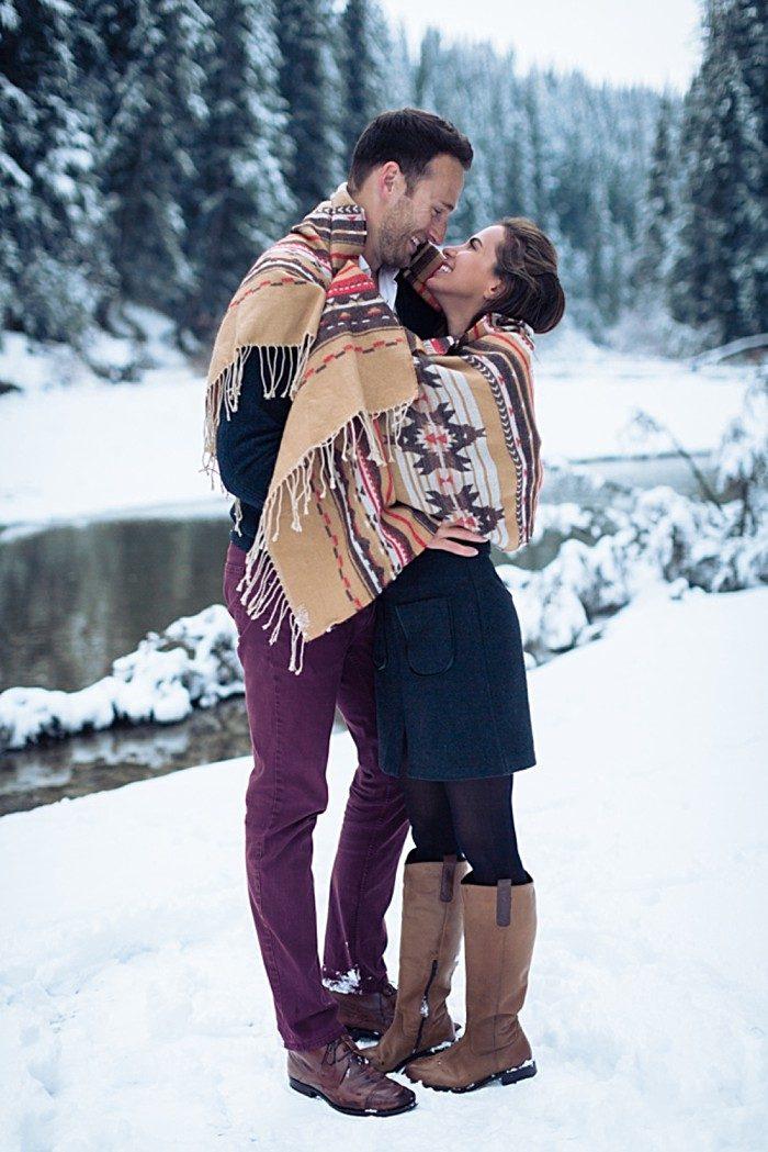 5 Calgary Winter Engagement | Nicole Sarah Photography | Via MountainsideBride Com