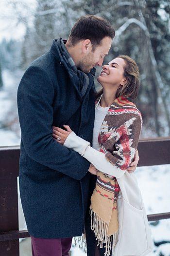 9a Calgary Winter Engagement | Nicole Sarah Photography | Via MountainsideBride Com