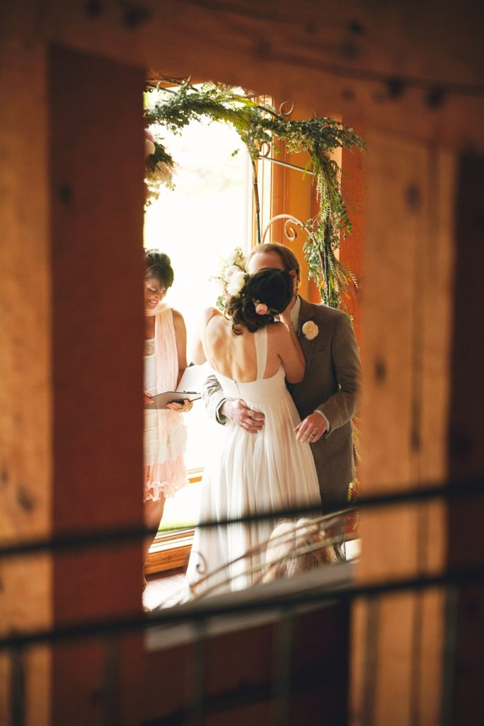 13 Ceremony Kiss Sandpoint Idaho Mountain Wedding Amy Galbraith Photography | Via MountainsideBride.com