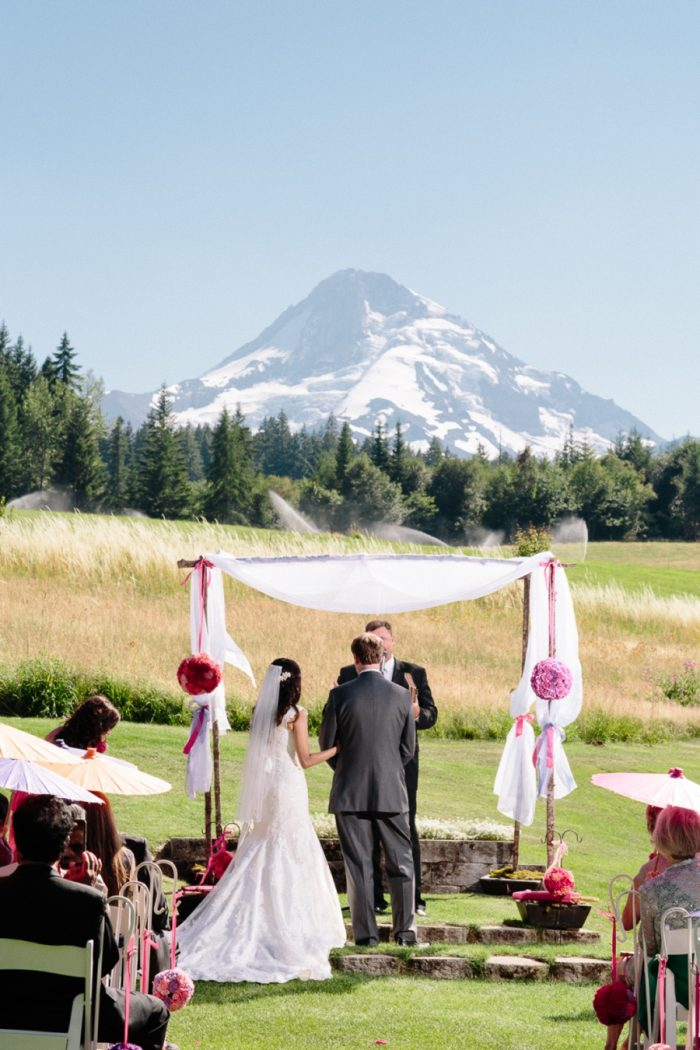 Mount Hood Wedding Bed Nicole Wasko Photography | Via MountainsideBride.com