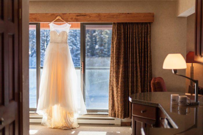 Wedding gown | Breckenridge Nordic Wedding Inspiration Bergreen Photography | Via MountainsideBride.com