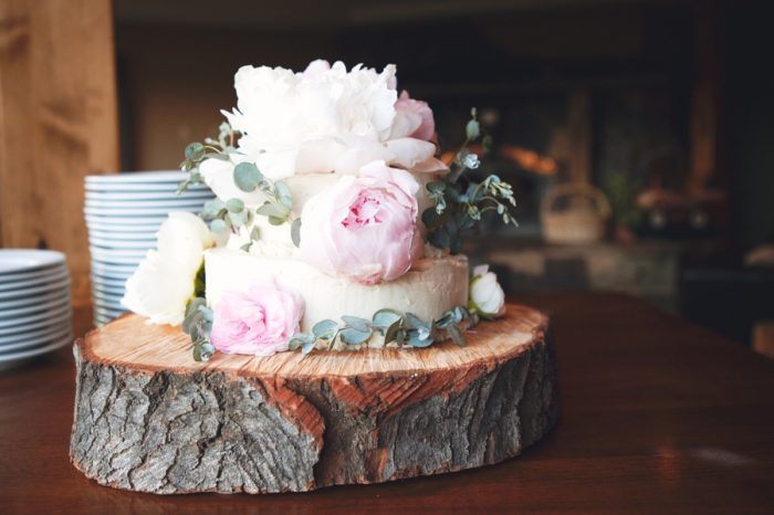 21 Rustic Wedding Cake Sandpoint Idaho Mountain Wedding Amy Galbraith Photography | Via MountainsideBride.com