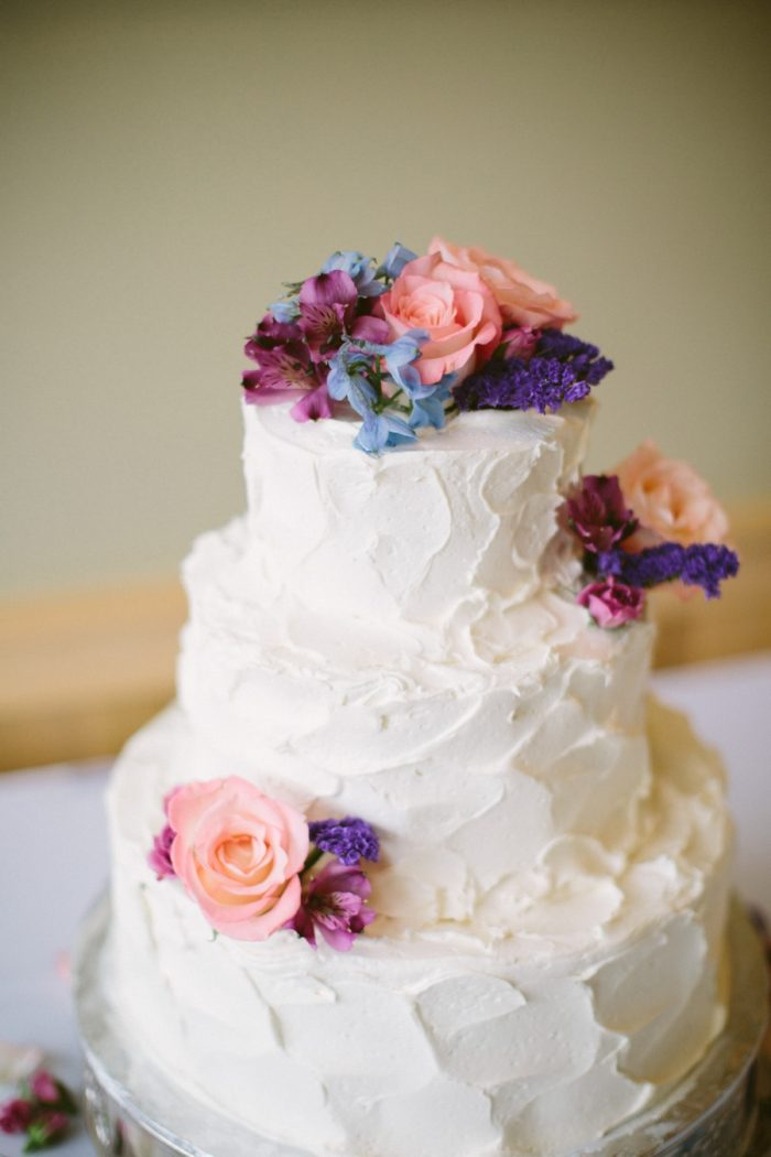 Floral Wedding Cake | Bald Eagle State Park Wedding | Caitlin Thomas Photography | Via MountainsideBride.com