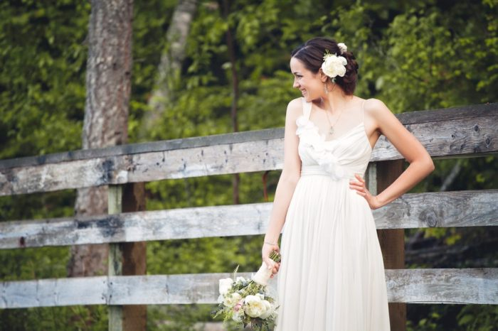 22 Potraits Bride Sandpoint Idaho Mountain Wedding Amy Galbraith Photography | Via MountainsideBride.com