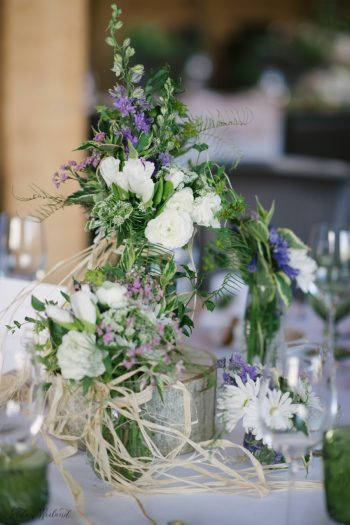 Wild flower centerpiece wedding ideas | Devils Thumb Wedding | Jordan Weiland Photography | Via MountainsideBride.com