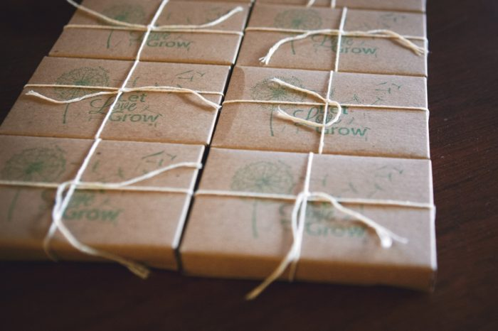 25 Seed Wedding Favors Sandpoint Idaho Mountain Wedding Amy Galbraith Photography | Via MountainsideBride.com