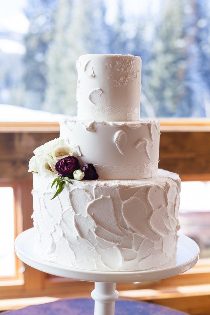 Winter Wedding Cake by Sugar Breck | Breckenridge Nordic Wedding Inspiration Bergreen Photography | Via MountainsideBride.com