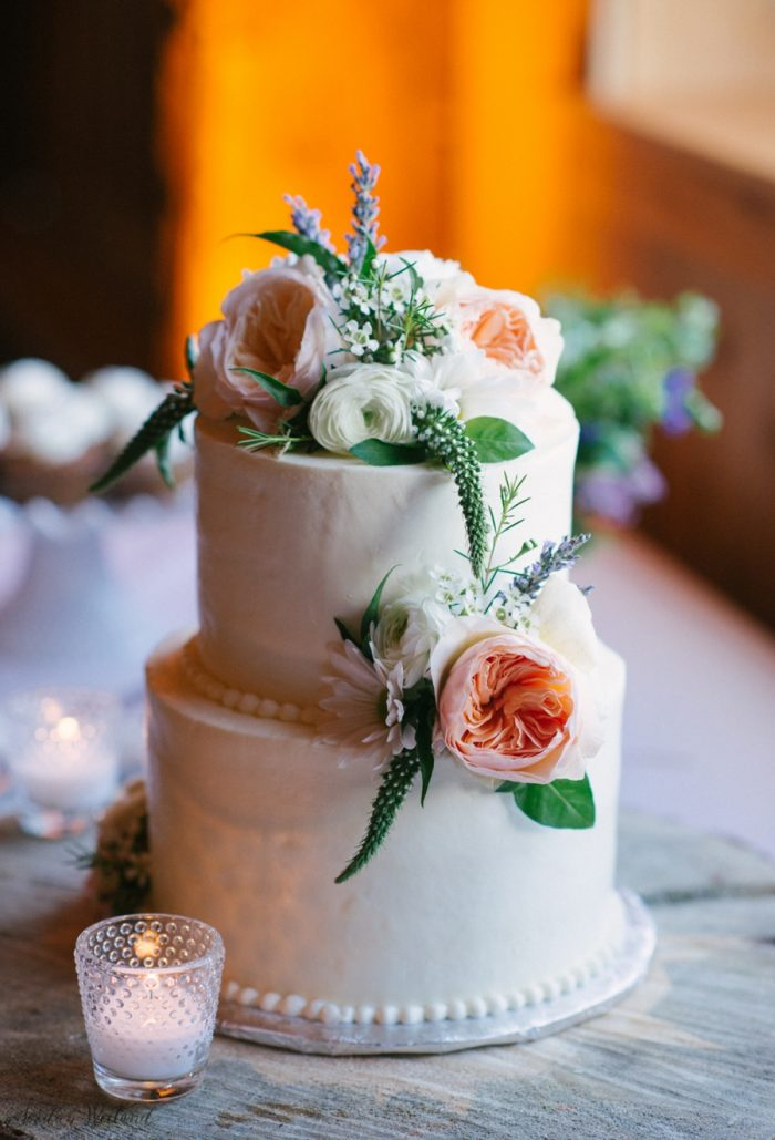 Wedding cake with peach cabbage roses | Devils Thumb Wedding | Jordan Weiland Photography | Via MountainsideBride.com