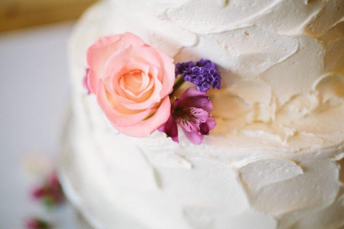Wedding Cake Detail | Bald Eagle State Park Wedding | Caitlin Thomas Photography | Via MountainsideBride.com