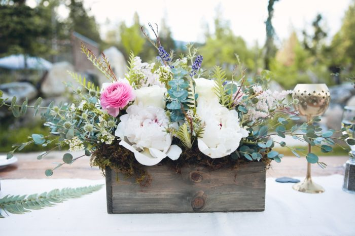 4 Romantic Florals In Wooden Box Sandpoint Idaho Mountain Wedding Amy Galbraith Photography | Via MountainsideBride.com