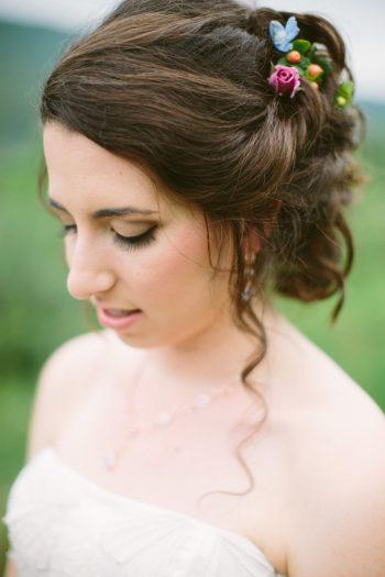 Floral Hair Details | Bald Eagle State Park Wedding | Caitlin Thomas Photography | Via MountainsideBride.com