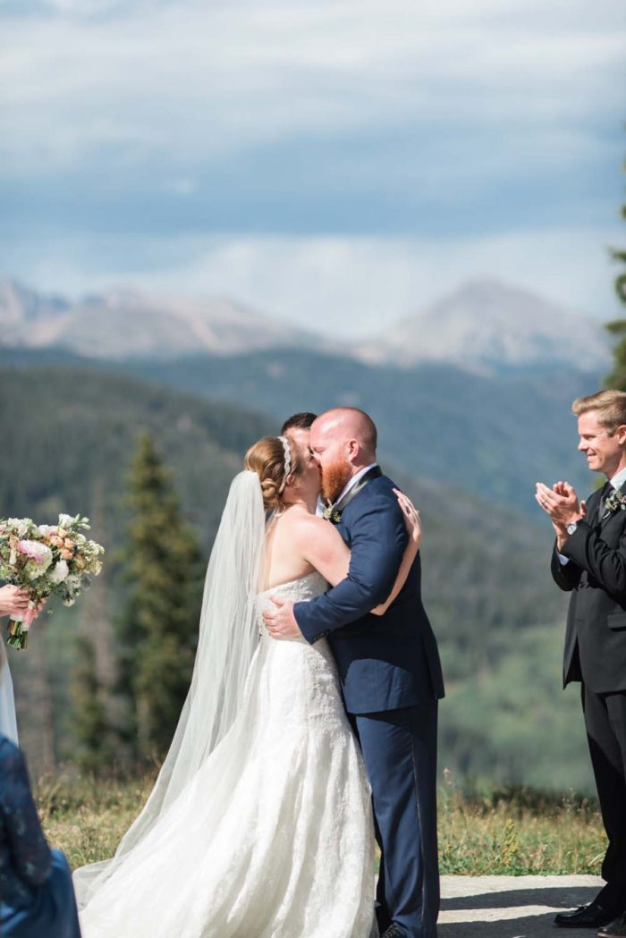 outdoor wedding ceremony | Copper Mountain Wedding Colorado Danielle DeFiore Photography | Via Mountainsidebride.com