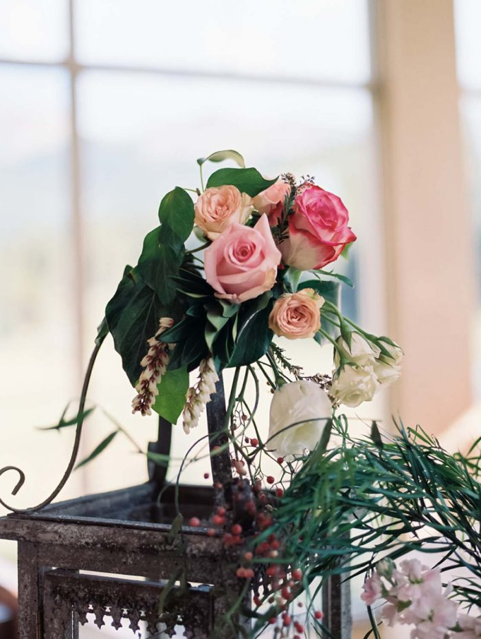 pink rose centerpieces | Copper Mountain Wedding Colorado Danielle DeFiore Photography | Via Mountainsidebride.com
