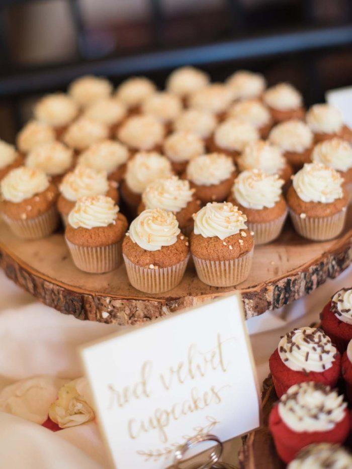rustic cupcake   Copper Mountain Wedding Colorado Danielle DeFiore Photography   Via Mountainsidebride.com