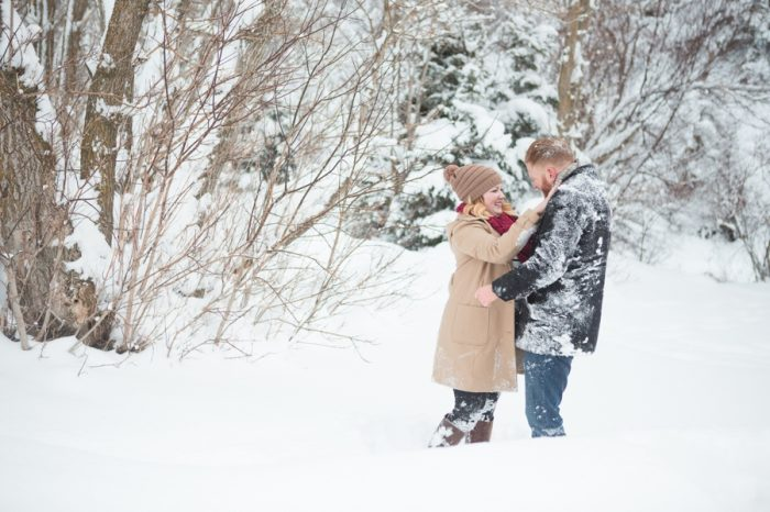 5 Snowy Engagement Session In Utah Faces Photography | Via MountainsideBride.com