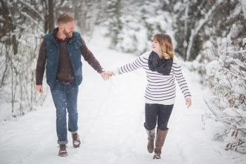 6 Snowy Engagement Session In Utah Faces Photography | Via MountainsideBride.com