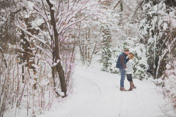 8 Snowy Engagement Session In Utah Faces Photography | Via MountainsideBride.com