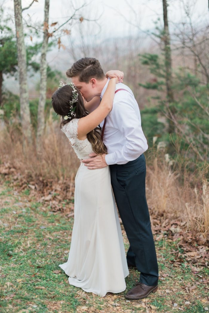 First Look | Smoky Mountain Elopement Madeline Harper Photo | Via MountainsideBride