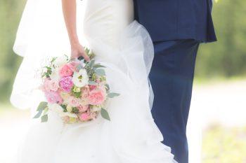 1 Bouquet Portraits | Keystone Colorado Wedding Mathew Irving Photography | Via MountainsideBride.com