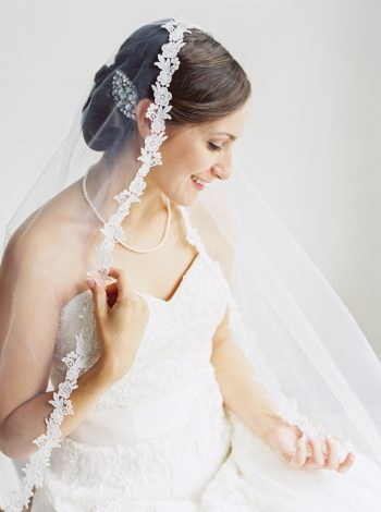 Gorgeous Veil | Mountain Wedding In Barboursville Virginia By JoPhoto | Via MountainsideBride.com