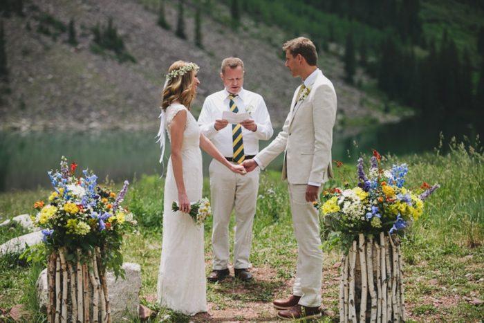 Mountain Wedding Ceremony | Maroon Bells Colorado Elopement | EC Campbell Photography | Via Mountainsidebride.com