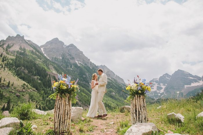 First Kiss | Maroon Bells Colorado Elopement | EC Campbell Photography | Via Mountainsidebride.com