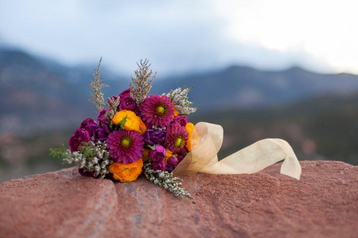 15 Garden Of The Gods Colorado Picnic Bergreen Photography | Via MountainsideBride.com