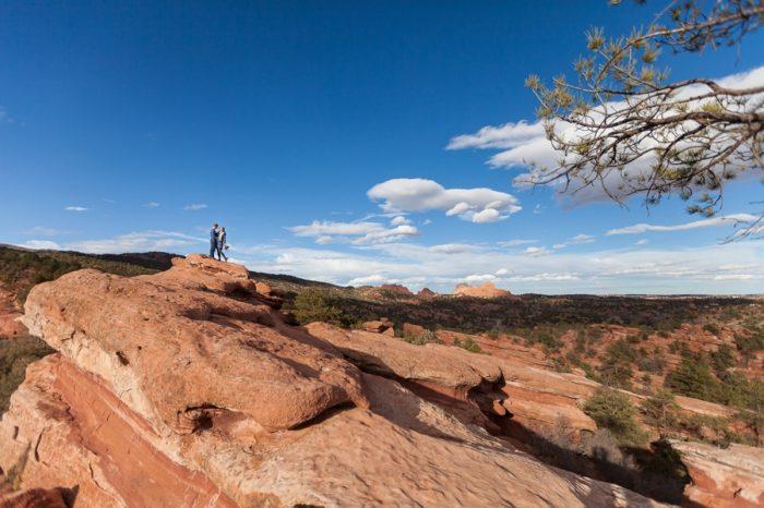 16 Garden Of The Gods Colorado Picnic Bergreen Photography | Via MountainsideBride.com