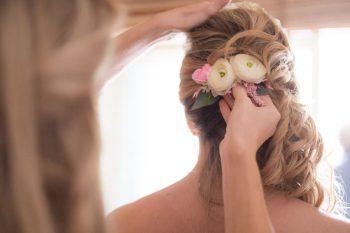 2 Hair Flowers | Keystone Colorado Wedding Mathew Irving Photography | Via MountainsideBride.com