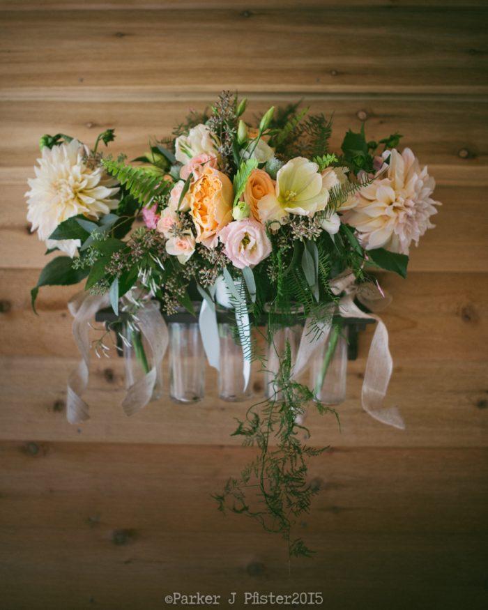 Florals Cashiers NC Wedding | Parker J Pfister |via Mountainside Bride