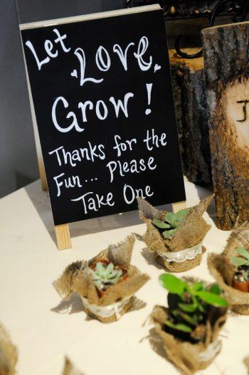 Succulent Favor Sign Park City Wedding | Pepper Nix Photography | Via MountainsideBride.com