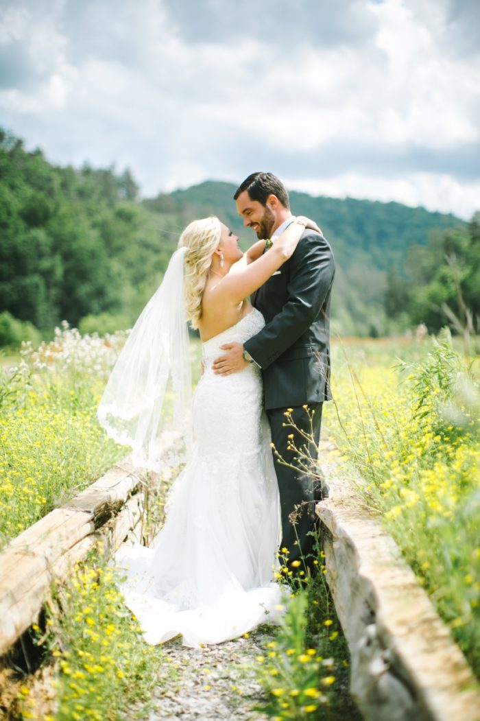 Portraits | Pure Water Farm Wedding Tennessee | JoPhoto | Via MountainsideBride.com