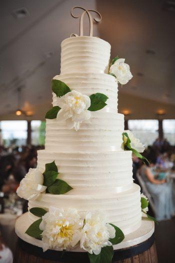 white buttercream wedding cake   Knoxville Wedding Hunter Valley Farm   JoPhoto   Via MountainsideBride.com