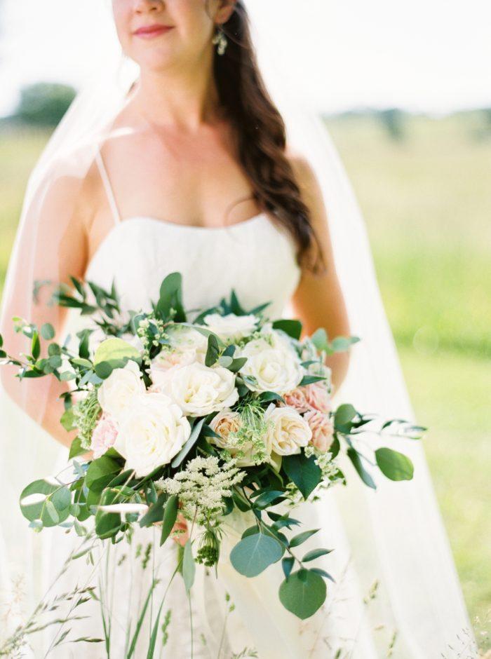 White Rustic Elegant wedding bouquet | Pleasant Hill Vineyards |JoPhotos | Via MountainsideBride.com