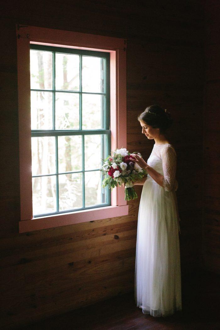 11 Spence Cabin Intimate Wedding   JoPhoto   Via MountainsideBride.com