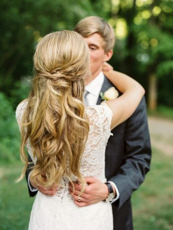 13 First Kiss Daras Garden Tennessee Wedding Jophoto Via Mountainsidebride Com