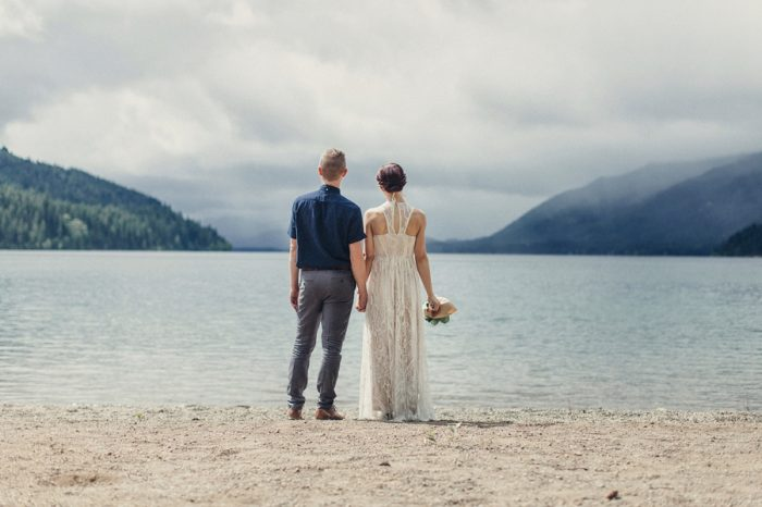 2 Bride And Groom Portrait Lake Kachess Wedding Tyler Ray Photography Via Mountainsidebride Com